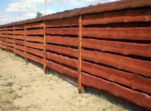 Забор из необработанной доски