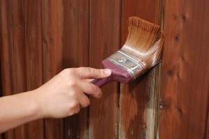 Покраска деревянного ограждения