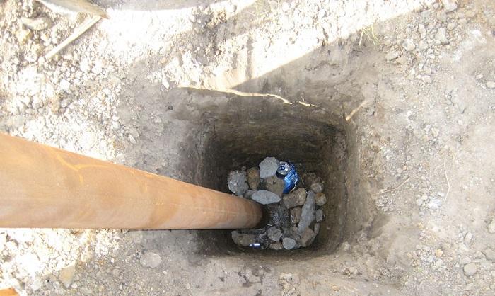 Щебень в яме
