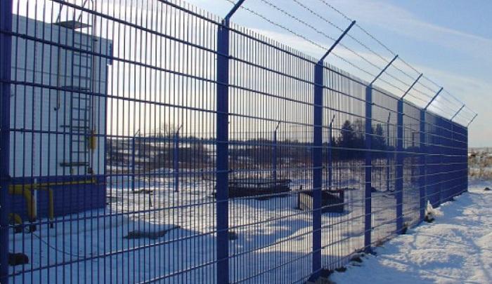 Кроме оград из профиля бывают сетчатые модульные заборы