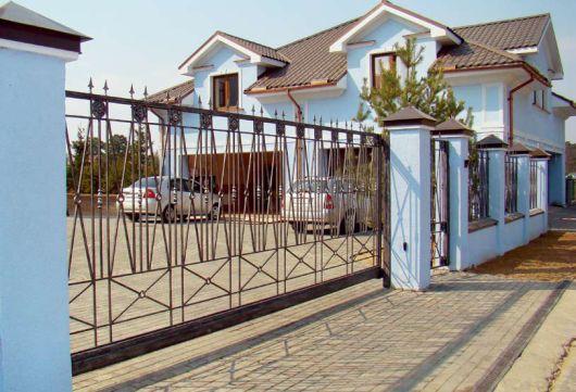 Дизайн ограды частного дома