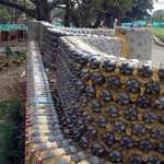 Ограда из подручных материалов