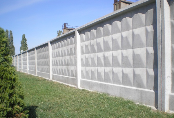 Производственный бетонный забор