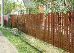 Забор из штакетника деревянного своими руками