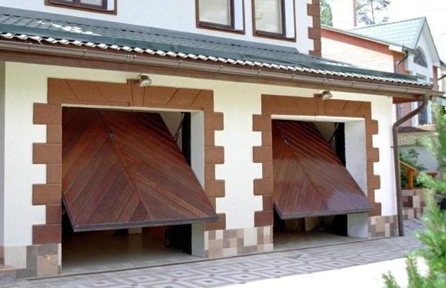 Подъемные ворота из дерева для гаража