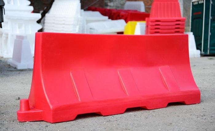 Ограждения дорог из пластика