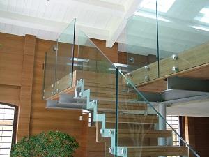 Конструкция из стекла