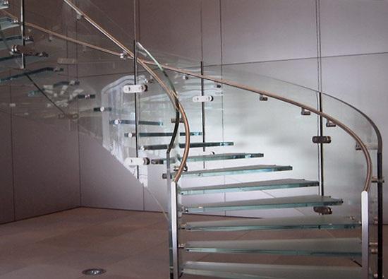 Винтовая лестница с заграждением