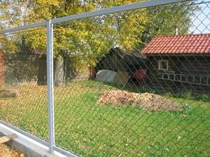 Просматриваемый забор между участками