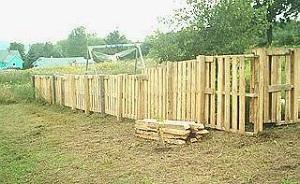 Ограда из паллет