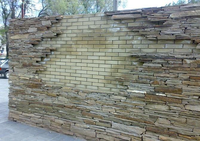 облицовка кирпичной ограды камнем