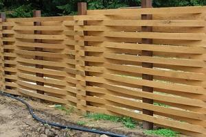 деревянная изгородь
